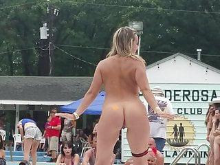 Mädchen nackt umkleide